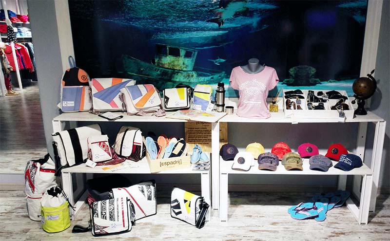 Ocean-Brands Jandia table with bags and shoes 800x500